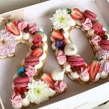 torta numero con fiore